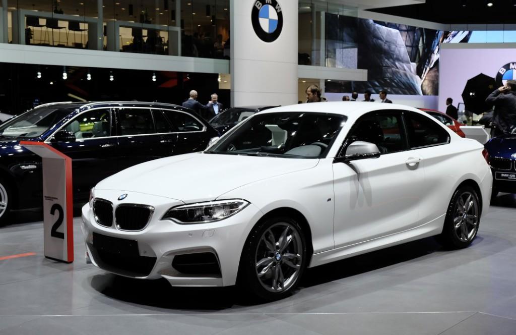 B BMW 235i